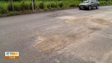 Buracos deixam estrada perigosa entre Linhares e Colatina - Toda vez que chove a situação piora.