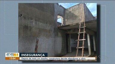 Criminosos roubam telhas de obras em Linhares - Construtora decide abandonar a obra.