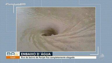 Chuva forte causa alagamento em ruas do bairro de Paripe, no subúrbio de Salvador - Os telespectador que mandou o vídeo informou que o problema sempre acontece.