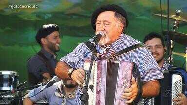 Gaúcho da Fronteira, Thomas Machado e Wilson Paim cantam no Galpão Crioulo (3º bloco) - Assista ao vídeo.