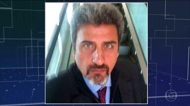 Preso, no Rio, o ex-diplomata acusado de espancar a mulher - O caso ganhou destaque depois que a vítima, a atriz Cristiane Machado, gravou algumas das agressões que sofreu do marido Sergio Schiller Thompson-Flores.