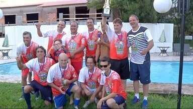 Grupo de amigos se reúne em Ponta Porã - Eles jogaram futebol e realizaram uma confraternização de fim de ano.