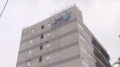 Hospital Vitória precisou ser evacuado e pacientes foram transferidos - Medida foi tomada para evitar riscos após serem detectados problemas na estrutura do prédio.