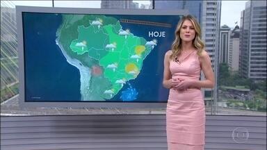 Dia de calor e com previsão de chuva para boa parte do país - O tempo fica firme no interior do Nordeste, em quase todo o estado de Minas, Espírito Santo e Rio de Janeiro. Em São Paulo, no Centro-Oeste e no Sul a chuva vem à tarde, mas a temperatura sobe.