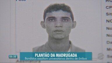 Bandidos assaltam universitários dentro de ônibus - Bandidos assaltam universitários dentro de ônibus