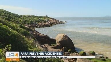 Guarda-vidas alertam população sobre riscos em praias de SC - Guarda-vidas alertam população sobre riscos em praias de SC