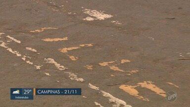 'Até Quando?: Faixas continuam apagadas na Rua Enrico Caruso, em Campinas - Problema continua sem solução no local.