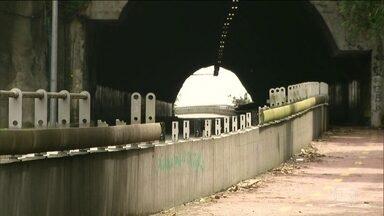 Ciclovia que liga Leblon à Barra da Tijuca está sendo saqueada e destruída - A obra custou 44 milhões de reais e foi um dos símbolos da Olimpíada no Rio de Janeiro.