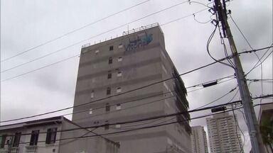 Defesa Civil faz vistoria após prédio do Hospital Vitória ser evacuado - Prédio precisará de reformas e deverá permanecer interditado.
