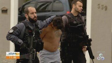 Foragido, líder de facção é condenado a 18 anos por homicídio cometido em 2013 - Além de 'Mano Kaio', dois homens envolvidos no mesmo crime foram condenados pelo assassinato de um feirante.