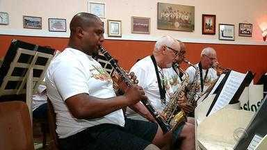 Banda Musical Rossini, de Rio Grande, completa 128 nesta sexta-feira (30) - Integrantes buscam apoio para reformar sede do grupo e reabrir escola de música.