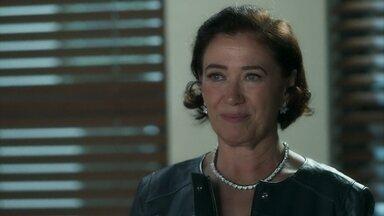 Valentina chantageia Eurico para se apropriar do casarão de Egídio - Ela promete conseguir uma antena de celular para a cidade em troca da posse do imóvel