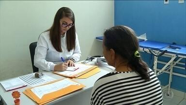 Médicos trocam postos de saúde pelo Mais Médicos no Rio Grande do Norte - No estado, metade dos profissionais que atuavam na saúde da família migraram de programa. O salário mais alto pesa na decisão de mudar.