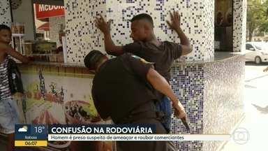Homem é preso suspeito de ameaçar e roubar comerciantes - Equipe flagrou briga.