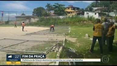 Moradores do Largo da Batalha, em Niterói, reclamam de derrubada da praça do bairro - Prefeitura diz que Justiça determinou a entrega da área para o proprietário