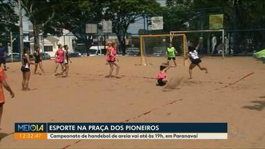Paranavaí recebe campeonato de handebol de areia neste sábado (8) - As partidas são disputadas na Praça dos Pioneiros, até as 19h.