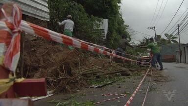 Chuva forte atinge a região da Baixada Santista e há previsão de ressaca - Alerta foi emitido pela Defesa Civil de Santos. Também há riscos de alagamentos.