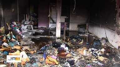 Incêndio destrói loja de roupas em Goiânia - Apesar dos estragos, ninguém ficou ferido.
