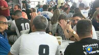 Botafogo-PB apresenta elenco, comissão técnica e novo uniforme em evento - Evento foi voltado aos torcedores do Belo que lotaram o Clube Cabo Branco, em João Pessoa