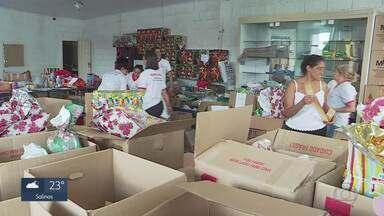 Voluntários dedicam boa parte do tempo para fazer o bem - Projetos arrecadam doações para crianças de BH e comunidades do Vale do Jequitinhonha.