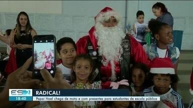 Papai Noel chega de moto e com presentes para estudantes de escola pública, no Sul do ES - E o horário especial de natal começa na segunda-feira (10).