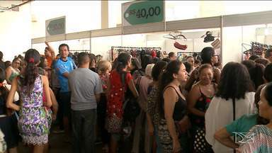 Brechó da Mirante movimenta shopping de São Luís - Além de fazer economia, quem levou para casa alguma peça, também participou de uma ação solidária.
