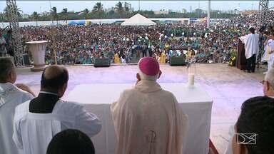 Milhares de pessoas participam de missa campal em São Luís - Dia de Nossa Senhora da Conceição é comemorado neste sábado (08) em São Luís, e devotos lotaram o santuário no bairro do Monte Castelo, com demonstrações de fé.