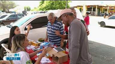 Caminhão que vende kits da TV Digital esteve no bairro Cohab Massangano - Os kits são vendidos com preço acessível.