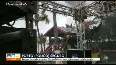 Temporal assusta moradores de Porto Seguro no sul do estado - Veja os estragos causados pela chuva.