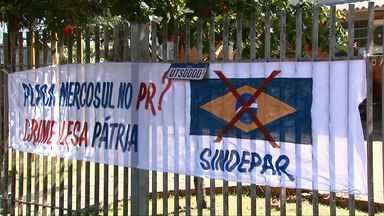Despachantes questionam mudanças em vistorias e nas placas no padrão Mercosul - Eles fizeram um protesto em frente ao Detran de Londrina.