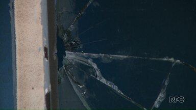 Vândalos invadem o Centro Esportivo do Maria Cecília - Eles sujaram a piscina e quebraram vidros.