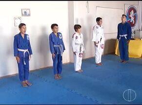Esporte: Bloco de esportes da Inter TV recebe Medalha Dom Pedro II de grupo de jiu-jitsu - Confira outras notícias do esporte.
