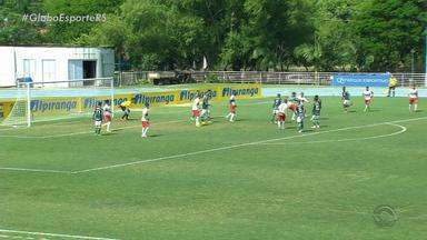 Nos pênaltis, Palmeiras elimina o Inter e está na final da Copa RS sub-20 - Assista ao vídeo.