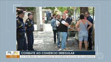 Levantamento identifica vendedores ambulantes não cadastrados em Volta Redonda - Eles não são cadastrados no município e ocupam as calçadas.