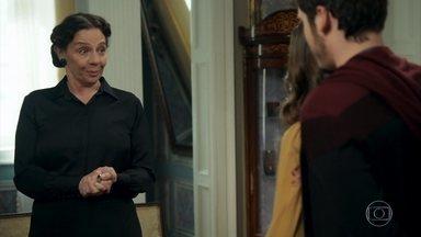 Agustina repreende Marocas e Samuca por demonstrações de afeto - Kiki e Nico admiram o romance da irmã