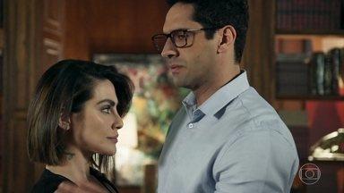 Lúcio pede que Betina evite falar com Herberto - Banqueiro afirma que está cuidando da segurança da amada