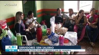 Cerca de 600 servidores de Irituia, no Pará, ainda não receberam salário de novembro - Os funcionários temem não receber décimo terceiro salário.