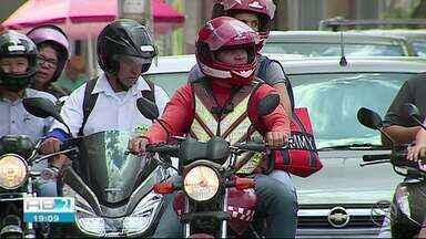 Apenas dois mototaxistas conseguem alvará de funcionamento para trabalhar em Caruaru - Justiça havia determinado que fosse suspenso o cancelamento do alvará.