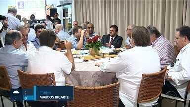 Governador destaca balanço da administração durante almoço com políticos e empresários - Governador destaca balanço da administração durante almoço com políticos e empresários.