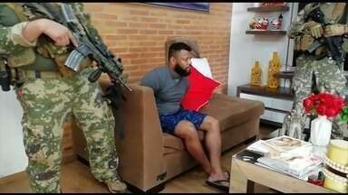 Chefe do tráfico de Acari, no Rio, é preso em Assunção, no Paraguai - Eduardo Sales Cardoso, o Capilé, foi preso em casa, num bairro de classe média alta da capital paraguaia. Capilé era procurado por homicídio e tráfico de drogas.