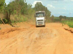 Produtores estão preocupados com os prejuízos para escoar a produção no período chuvoso - Protudores do interior maranhense estão insatisfeitos com o transporte por causa das péssimas rodovias no interior