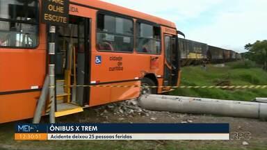 Ônibus bate contra um trem - 25 pessoas ficaram feridas.