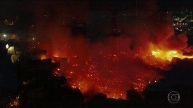 Prefeitura de Manaus decreta emergência depois de incêndio - Fogo destrói 600 casas do bairro Educandos, na zona sul da capital.