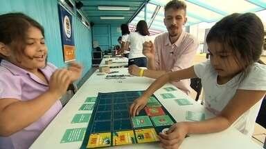 Organização ensina política brincando - Fast Food da Política incentiva o conhecimento sobre as relações entre a população e o Poder Público