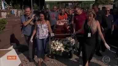 Corpo de Secretário de Transportes e Mobilidade de Osasco é enterrado - Osvaldo Verginio foi assassinado quando voltada de uma festa de fim de ano. Já foram ouvidas quatro testemunhas para tentar esclarecer o crime.