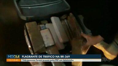 PRF apreende droga na BR-369, em Jataizinho - Um homem de 39 anos foi preso. Também foram detidas duas mulheres.