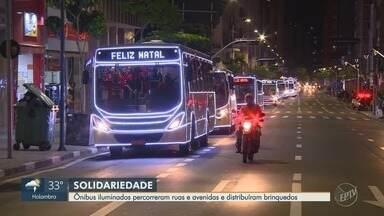 Ônibus iluminados percorreram ruas e avenidas para distribuir brinquedos na região - Ônibus que integram transporte intermunicipal, percorreu as cidades de Hortolândia (SP) e Campinas (SP).