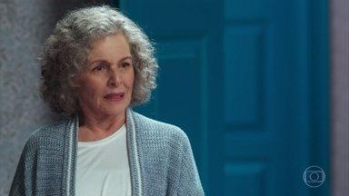 Margot aconselha Cris a não confundir Dora com Isabel - Ela diz que o filme é o fio condutor da história das vidas da atriz.