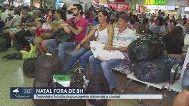 Rodoviária de Belo Horizonte está lotada de passageiros deixando a capital - Rodovias estão com tráfego cheio na saída para feriado de Natal.