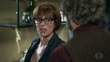 Dom Sabino não consegue o perdão de Carmen - Carmen continua com o castigo e se recusa a discutir a relação com Dom Sabino.